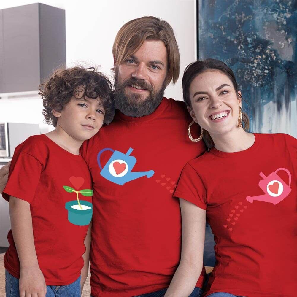 Büyüyen Sevgi Temalı Anne Baba ve Erkek Çocuk Tişört Kombini (1)