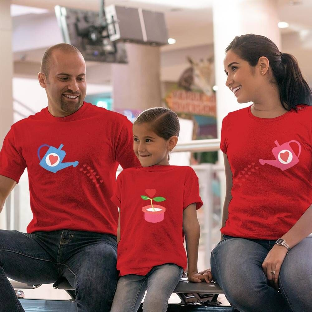 Büyüyen Sevgi Temalı Anne Baba ve Kız Çocuk Tişört Kombini (1)