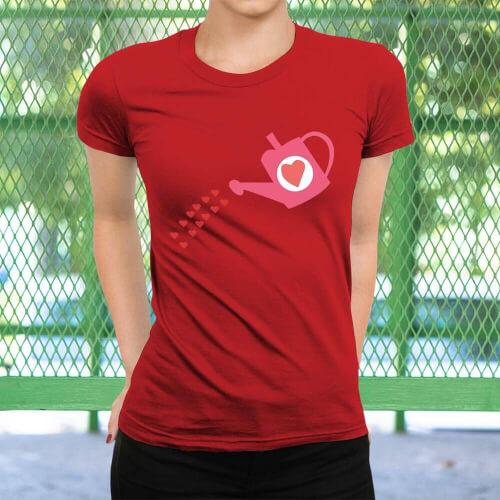 Tisho - Büyüyen Sevgi Temalı Kadın Kısa Kol Tişört