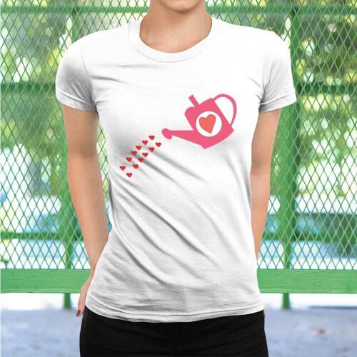 Büyüyen Sevgi Temalı Kadın Kısa Kol Tişört - Tekli Kombin