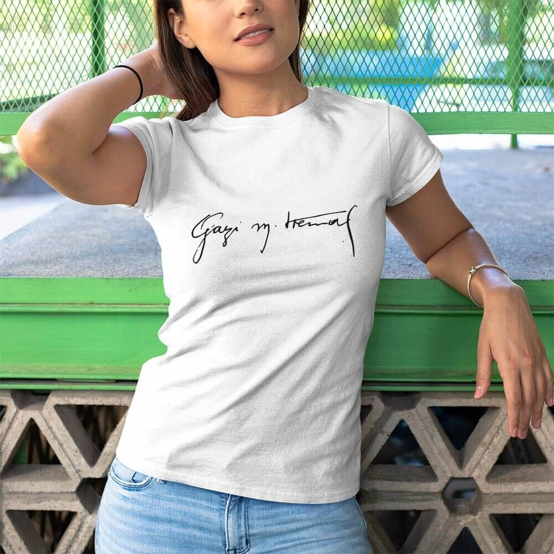Gazi Mustafa Kemal İmzalı Kadın Kısa Kol Tişört - Tekli Kombin