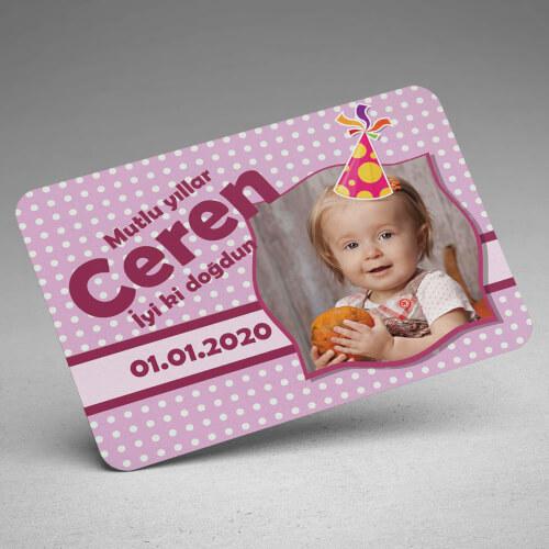 Şapka Tasarımlı Kız Bebek Doğum Günü Magneti - Thumbnail
