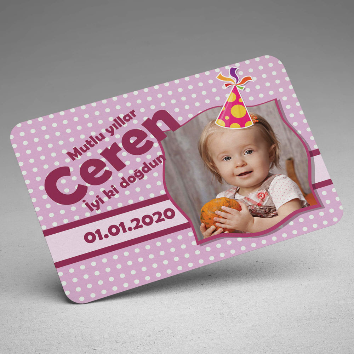 Şapka Tasarımlı Kız Bebek Doğum Günü Magneti