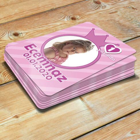 - Taç Tasarımlı Kız Bebek Doğum Günü Magneti